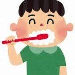 歯磨きをする子供