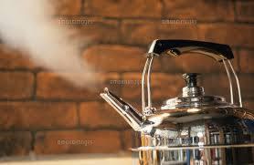 沸騰しているやかんの写真