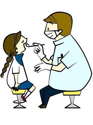 歯のチェックをする歯医者と女の子
