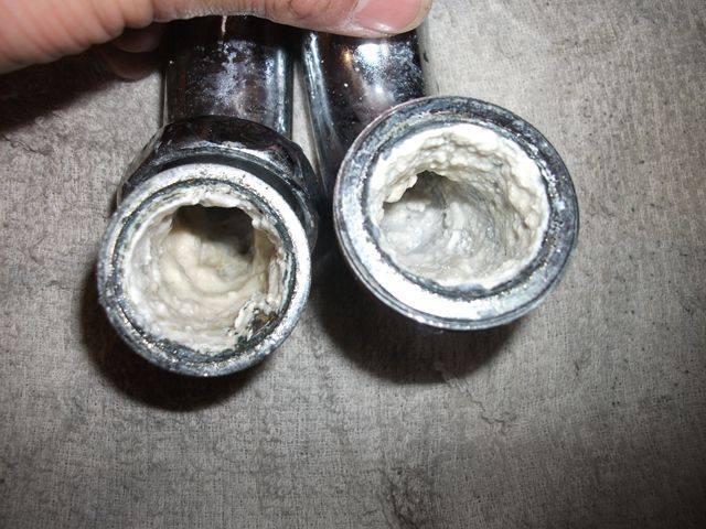 カルシウムやマグネシウムが付着している水道管の内面